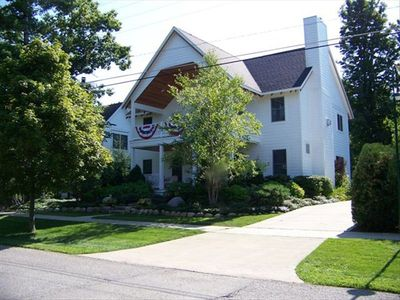 Harbor Springs Newer Home, Great Location, 6BR, 5 1/2 Bath,