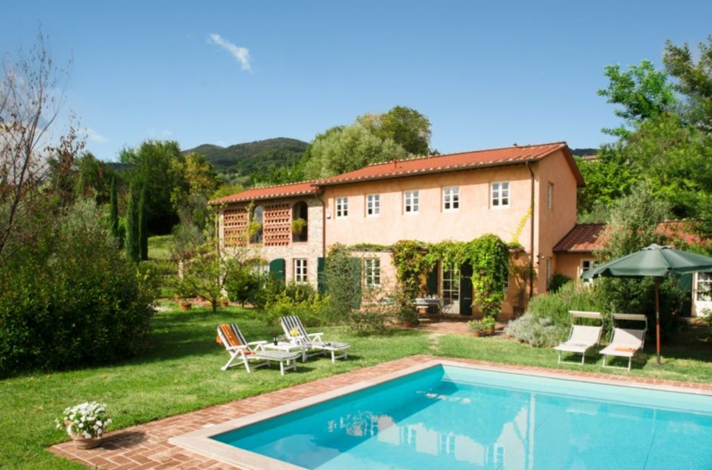 Traditional Tuscan villa with pool on the hills of Lucca