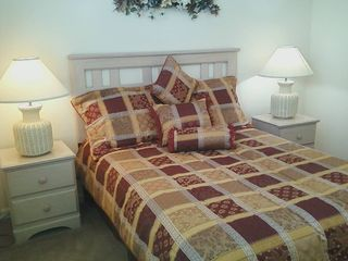 Lake Berkley villa photo - Queen size bedroom, no.2