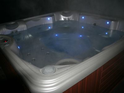 Brand new 7 Person Hot Tub