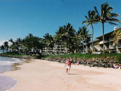 Kamaole II Beach showing Hale Pau Hana hi-rise with two lowrises on the right