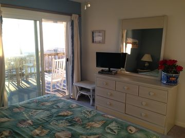 MBR - watch the sunrise from your bed! Walk out to deck right from your room.
