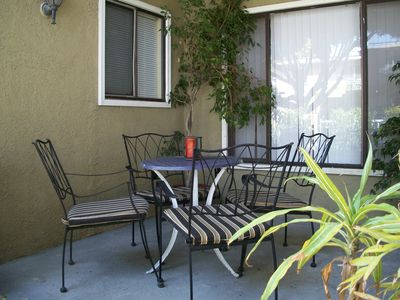 Outside table & chairs, BBQ, fenced yard