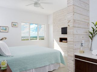 Providenciales - Provo villa photo - Second floor master bedroom suite