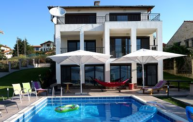 5 bedroom luxury villa in quiet area, with private pool near beaches