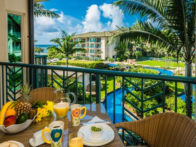 Waipouli condo rental - Breakfast on the lanai with a view