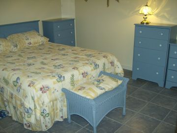 Queen bed, foot stool, chests 1 and 2