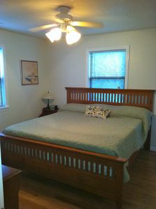 Master bedroom w/memory foam king size bed w/Tv and DVD player. Private bath.