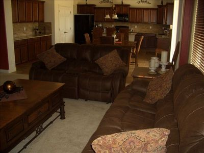 Large open family room for entertaining~