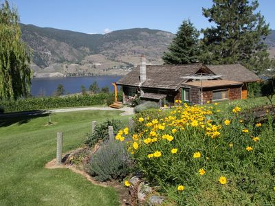 Escape at Vintage View Cottage overlooking Skaha Lake minutes from Penticton