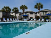 Relaxing Crystal Village Condo - 2 blocks to beach + pools + wifi!