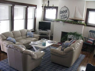 Cozy living room with leather furniture and cable TV.