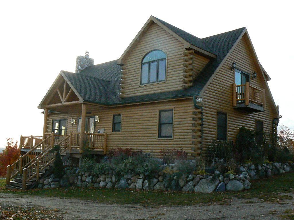 Torch lake custom log home 2 story w walk vrbo for 2 story lake house