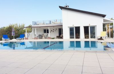 image for Lovely, Modern  3 Bedroom Bungalow with Stunning Mountain Views
