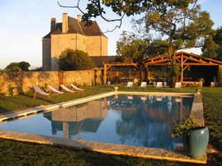 Domme castle rental - Pool with château in background