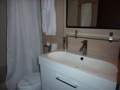 Stateline condo rental - Lower Bathroom