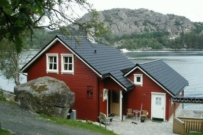 Holiday house with panoramic view directly on the water for 4 persons