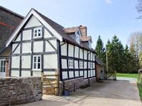 STONE HOUSE, family friendly, with a garden in Caynham, Ref 917912