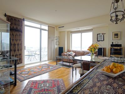 Downtown Silver Spring Condo perfect for D.C. Tourist Or Business Traveler