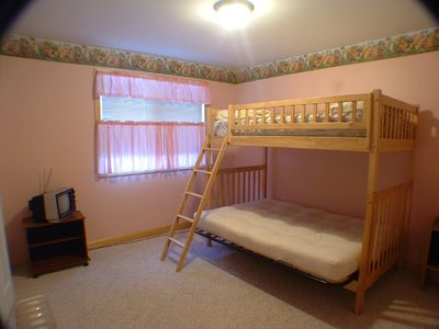 Naples cottage rental - Futon bunk bed sleeps 3 access to Bathroom