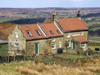 ST HELENA COTTAGE, pet friendly in Castleton, Ref 1712