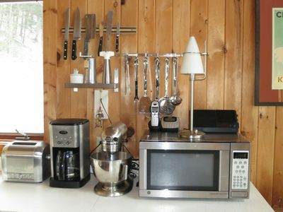 Monterey chalet rental - shiny utensils and upscale gadgets!