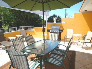 Pompano Beach villa photo - BBQ and dine on the outside sun terrace or just enjoy socializing and a beverage