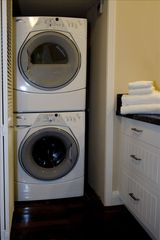 Hollywood cottage photo - Laundry in Apartment