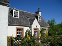 Welcoming, peaceful, comfortable and historical 3&4 by Strathpeffer with wi-fi