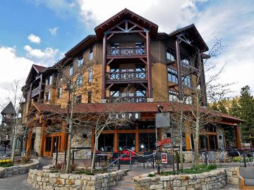 Mammoth Lakes condo rental - White Mountain Lodge with Campo restaurant below