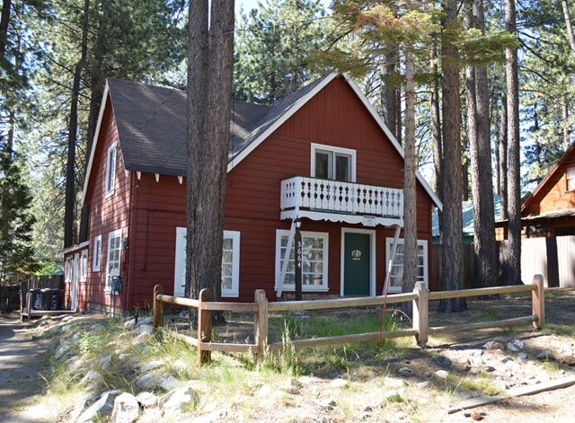 Great five bedroom tahoe style cabin vrbo for Rent a cabin in south lake tahoe
