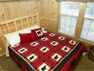 Lakeside cabin photo - Bedroom Queen Size Bed