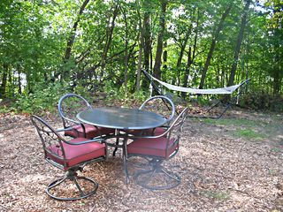 Shakopee cottage photo - Outdoor dining set and hammock for relaxing