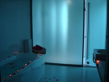 Bathroom + steam bath + hydromassage