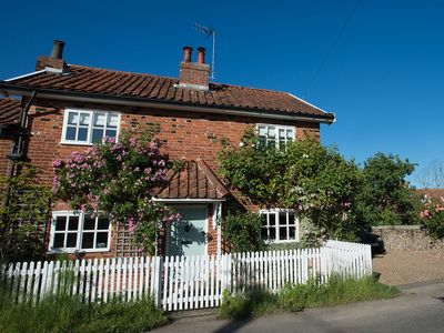 Pretty cottage close to Southwold in quiet location. Parking for two cars