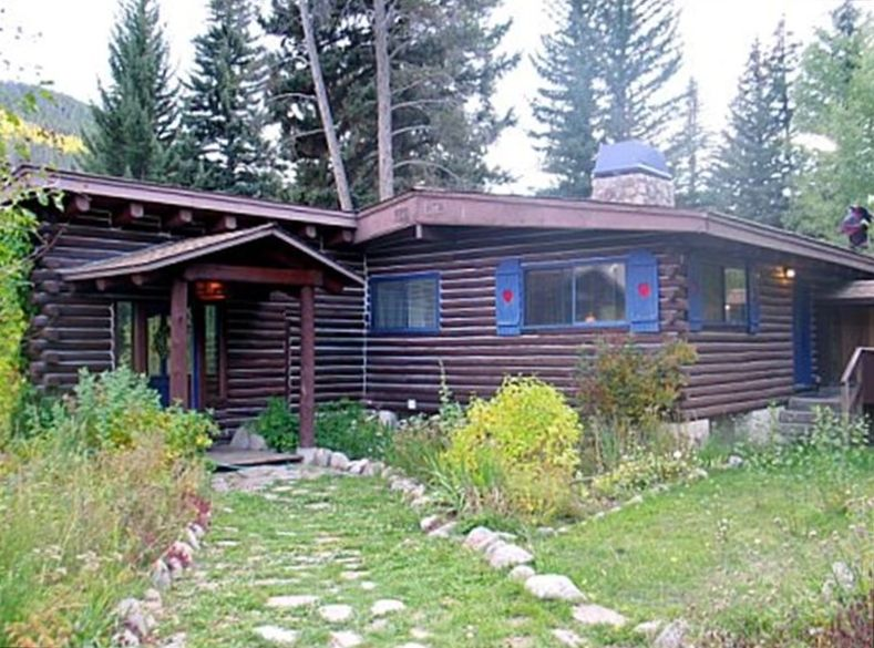 Cozy log cabin home on creek with huge deck hot tub 3 for Cabins for rent near vail colorado