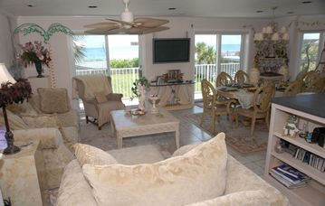 #2 Beach House Livingroom, Diningroom, Kitchen Facing Beach-VIEWS GALORE