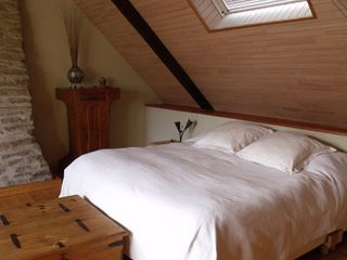 Pont-Aven cottage photo - Master Bedroom with King size bed–3rd floor (US)