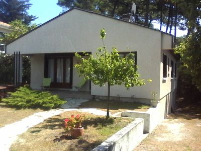Villa surrounded by a fenced garden and situated in Lacanau