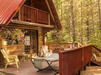 Privacy, hot tub ...  Log Cabin in the Woods 10 mins from Leavenworth Village