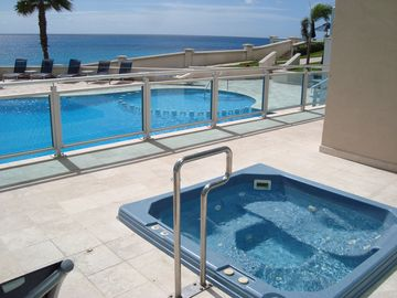 3 tough choices - hot tub, pool or Caribbean Sea