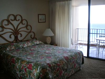 King size bed - bedroom opens to the  lanai