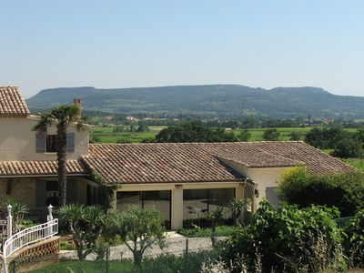 Independent house with glorious views and spacious private pool 22 km from Avignon