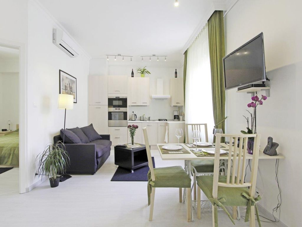 Luxury  Apt. in Buda Bright near Castle Ideal For Couples