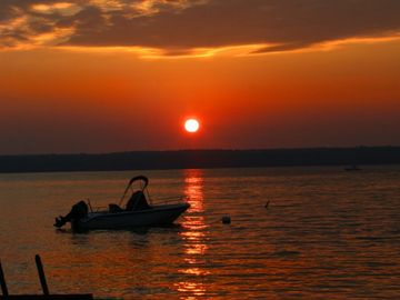 Dresden cottage rental - Lakefront Seneca Sunrise