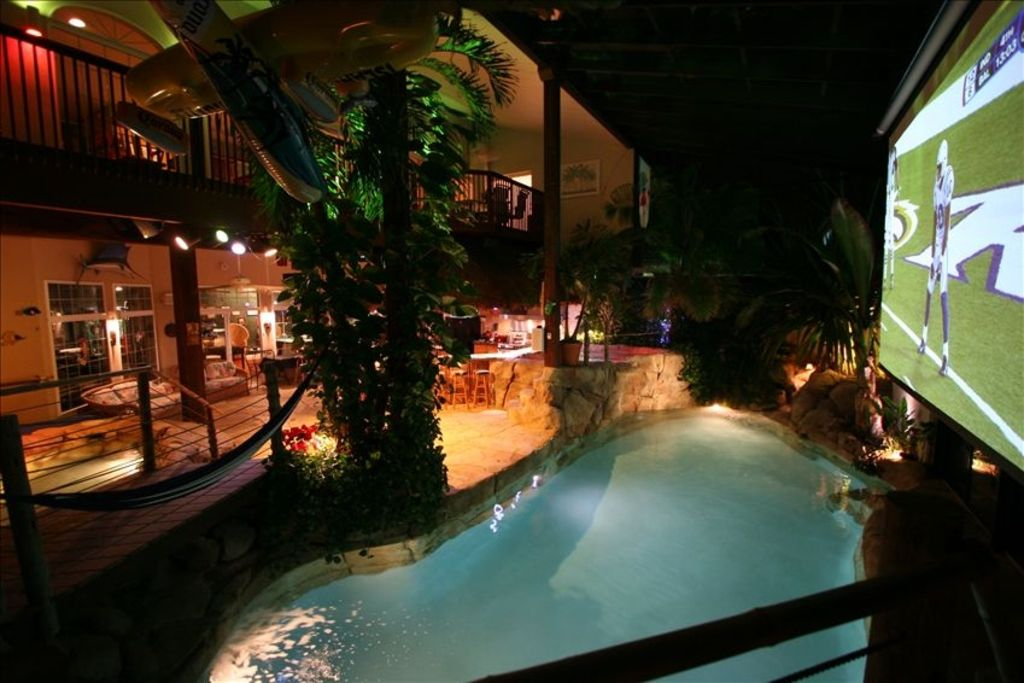 Hawaii Indoors Swim Up Tiki Bar 20 39 Homeaway Philadelphia