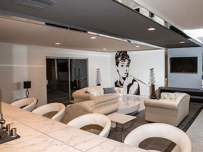 Las Vegas villa rental - The wall to wall mirrors help blend vintage with modern.