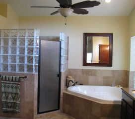 Cave Creek house photo - Master bath shower and tub
