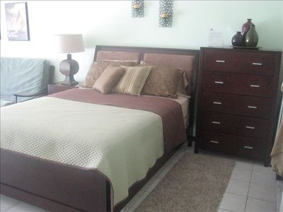 queen bed, nightable and dresser