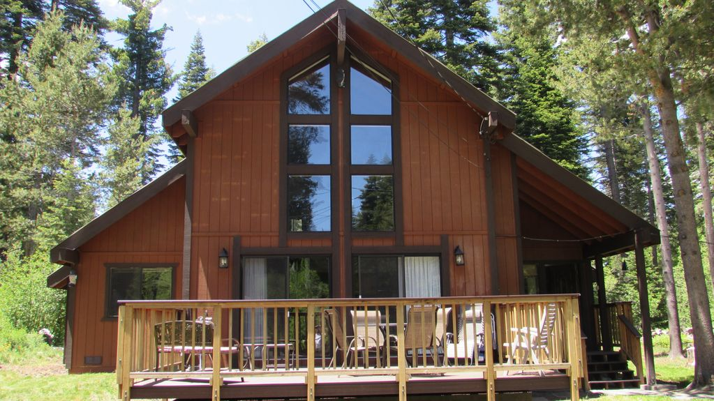 Midweek discount lake tahoe chalet 3 2 vrbo for Cheap tahoe cabin rentals